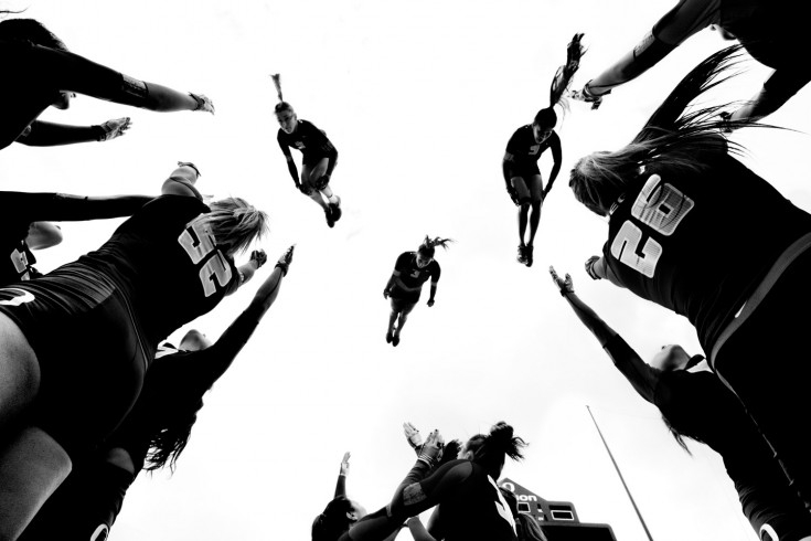 [Pics] Striking Images of a Team of Acrobats