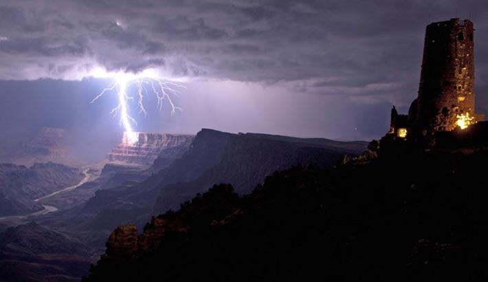 Incredible Photograph Of Lightning Striking The Grand Canyon