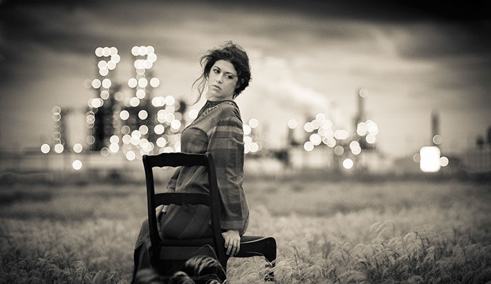 Photographer Faces Resistance While Taking Photographs Near Oil Refinery