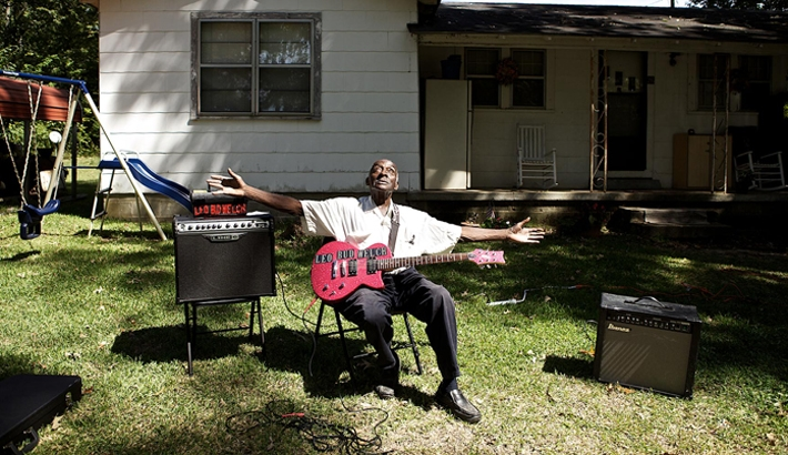 "Evocative ""Portraits of the Blues"" Series Pays Homage to Mississippi Musicians"