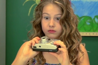 Kids Try to Use Film Cameras For The First Time and Unsurprisingly Have No Idea How They Work