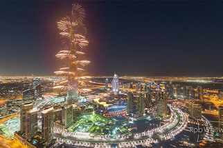 "Stunning and Mesmerizing Dubai ""Flow Motion"" Time-lapse by Rob Whitworth Takes Us for a Ride"