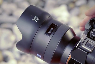 Zeiss Debuts Batis 2/25 and 1.8/85 AF Lenses for Sony Full-Frame E-Mount, Features OLED Display