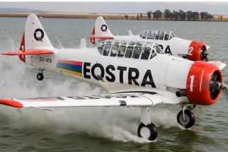 Justin de Reuck Hangs Out Of An Aerobatic Plane With No Seatbelt To Get The Shot