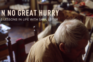 """In No Great Hurry"" Tells the Story of NYC Street Photographer Saul Leiter"