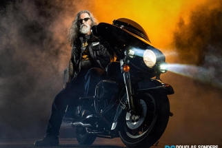 BTS: Douglas Sonders's Motorcycle Shoot With Phase One And Nik Software