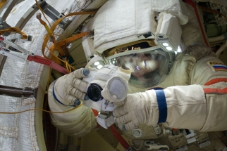 Cosmonaut Gennady Padalka and his DSLR in Space
