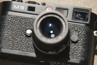 Reviewing the 'Ultimate' Mirrorless Camera: The Leica M9