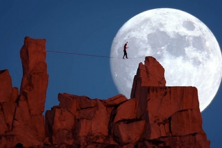 Sick Video Uses Full Moon As Backdrop During A Highline Walk