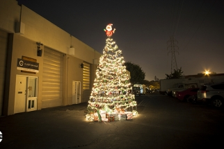 Custom SLR Makes $10,000 Tripod Christmas Tree, Will Donate to Charity
