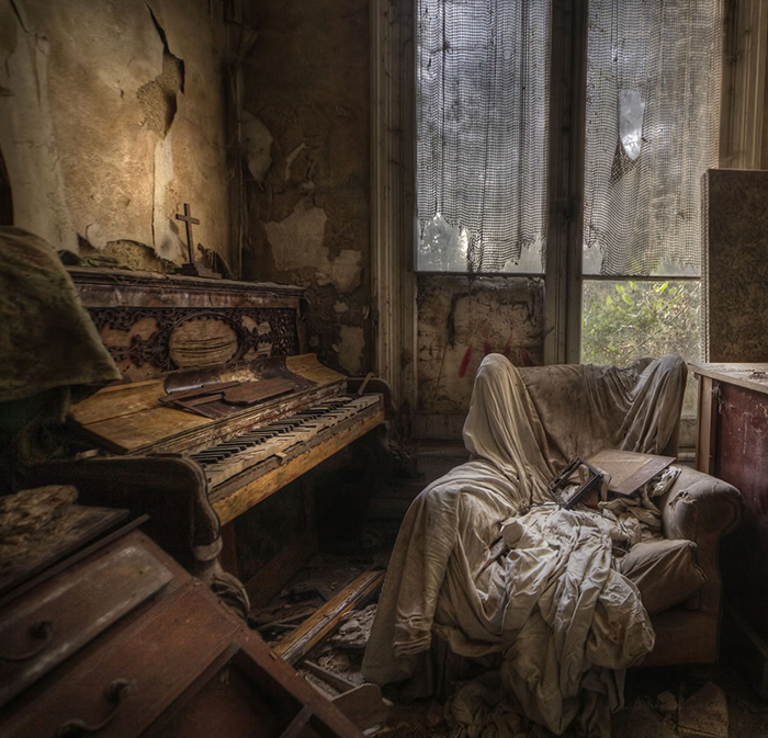 Hauntingly beautiful abandoned europe meet urbex master for Homes by andre