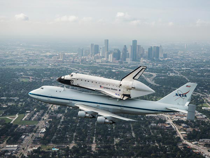 space214-shuttle-over-houston_59481_600x450