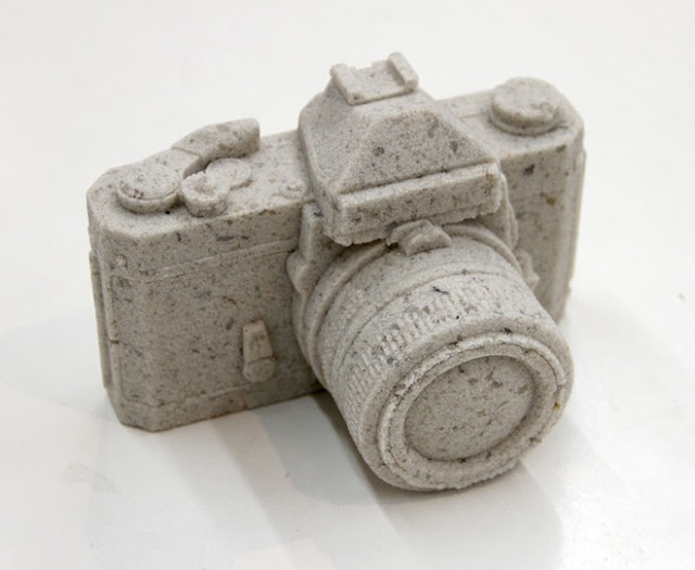 hundreds-film-camera-sculptures-made-of-2