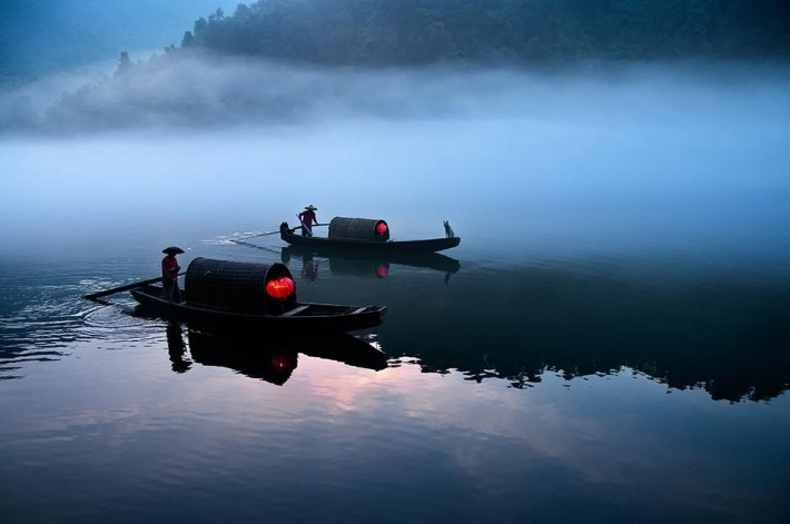 Smithsonian-photo-contest-travel-ferry-china-sunrise-hunan-namibia-teng-khoo