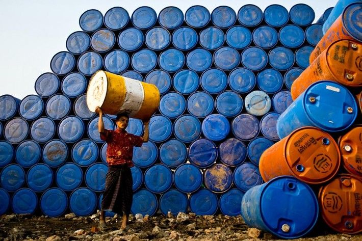 smithsonian-photo-contest-people-pails-wall-raihan-parves