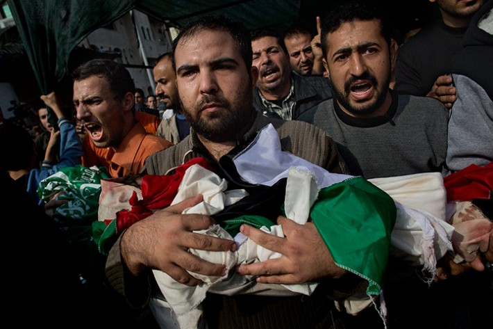 Palestinians carry bodies of members of the al-Dallu family in Gaza
