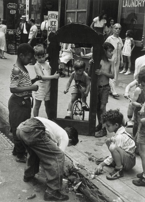 untitled(NY) childern with broken mirror, 1940