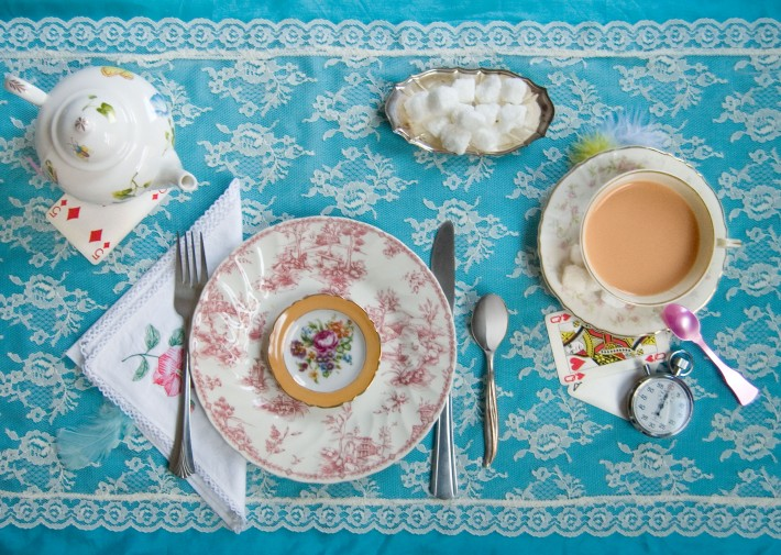 Fictitious_Dishes_Alice-In-Wonderland