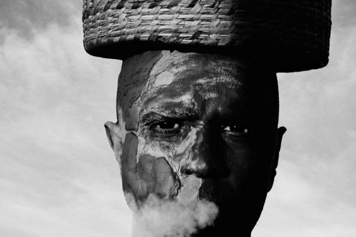 Gonzalo-Benard-Totem-Smoke