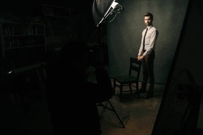 Lighting-Like-Leibovitz–The-One-Light-Challenge-Clay-Cook-Fstoppers-Gunnar-Deatherage-Behind-The-Scenes